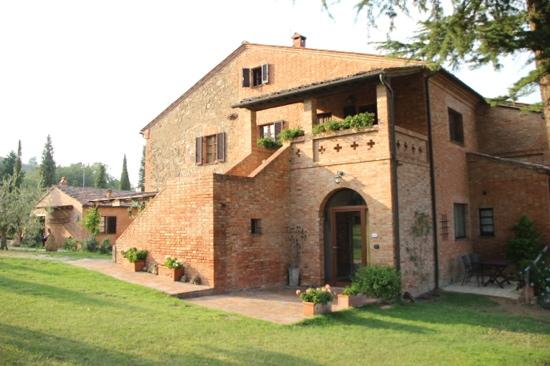 Agriturismo Villa Mazzi: Another view of apartments from garden