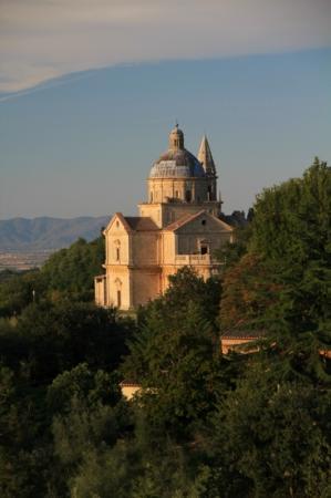Agriturismo Villa Mazzi: San Biagio aglow just before sunset