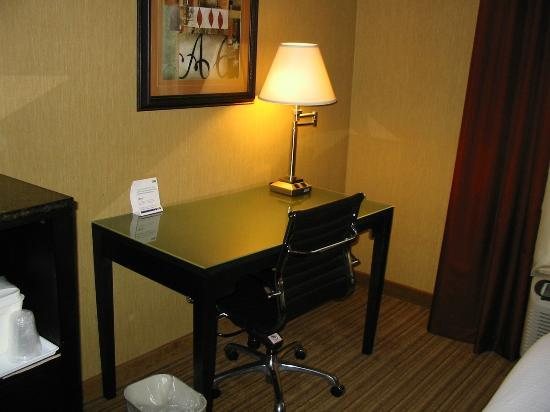 Holiday Inn Express Winston-Salem Downtown West: Nice working desk and chair