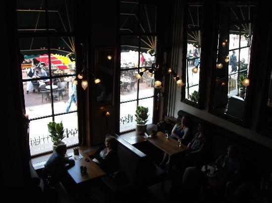 Cafe Hooghoudt : Binnen Hooghoudt cafe, vanuit de tussenverd