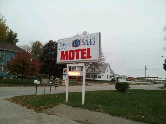 Avenue of the Saints Motel (Woods Motel)