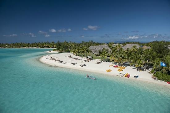 The St. Regis Bora Bora Resort : Resort Beach