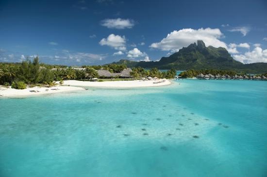 The St. Regis Bora Bora Resort : Lagoon photo of beach