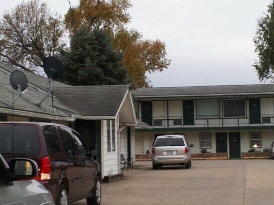 Avenue of the Saints Motel: exterior