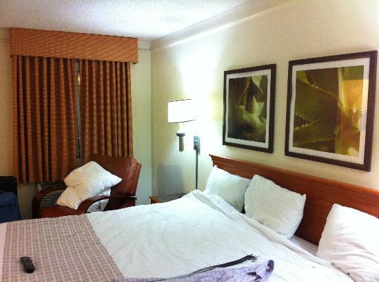 La Quinta Inn Miami Airport North: very comfortable queen size bed