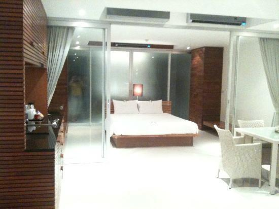 The Quarter Resort Phuket : Guest room, showing bedroom area