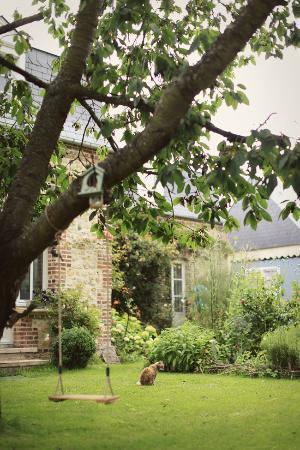 Aux Rives de Honfleur : The Garden