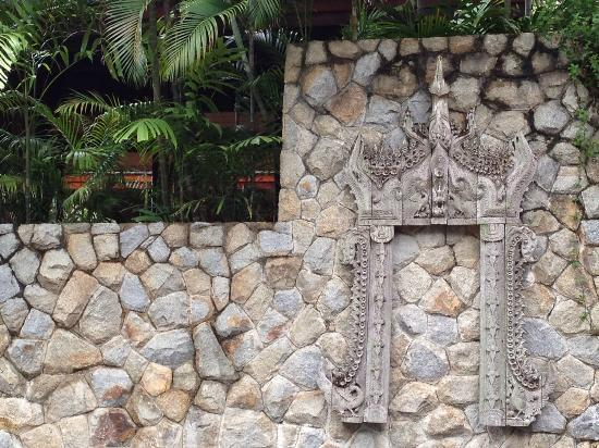 Amanpuri : Sculpture wall at the spa