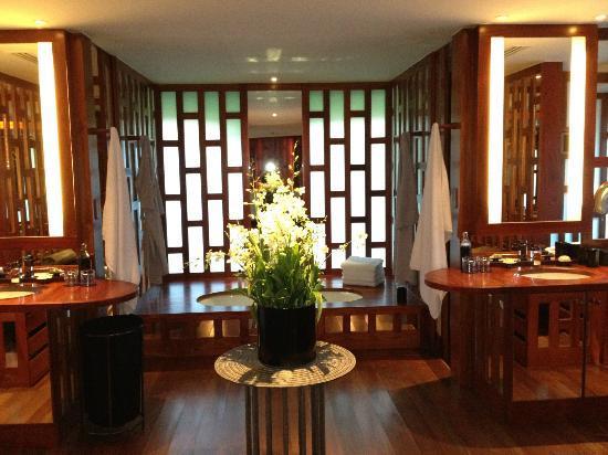 Amanpuri: Bathroom in room 
