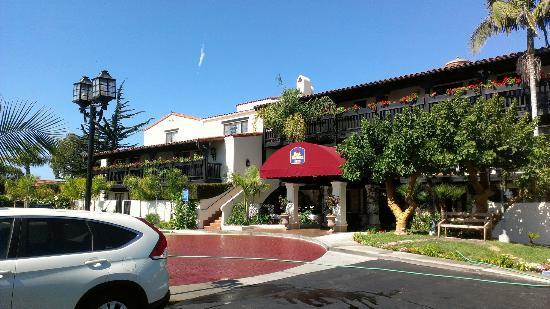 Best Western Plus Carpinteria Inn: Front of Hotel