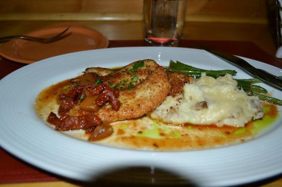 Ariana's Restaurant: Ariana's chicken marsala with smashed potatoes