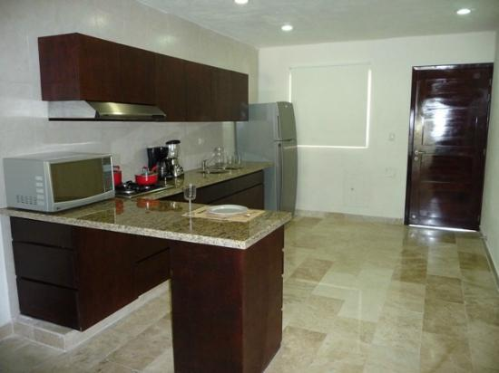 Coral Maya: Complete kitchen