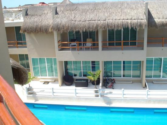 Coral Maya: Pool view