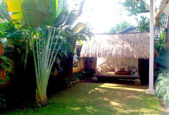 Casa Mia BnB Bali Seminyak: Gazebo in the garden