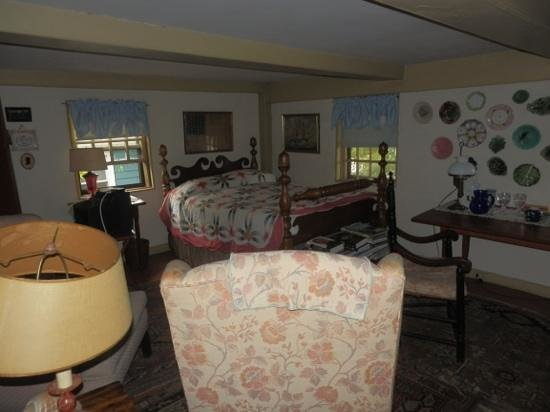 Stephen Daniels House: So many rooms everywhere!