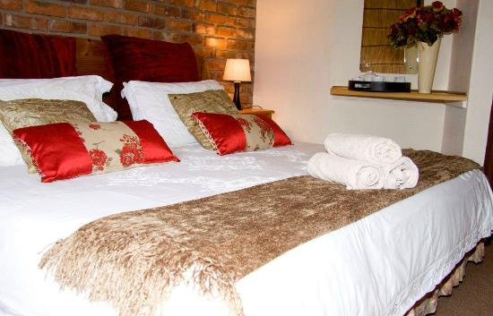 Jock of the Bushveld Chalets: The Stunning King Size Bed