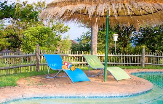 Jock of the Bushveld Chalets: Chill by the pool