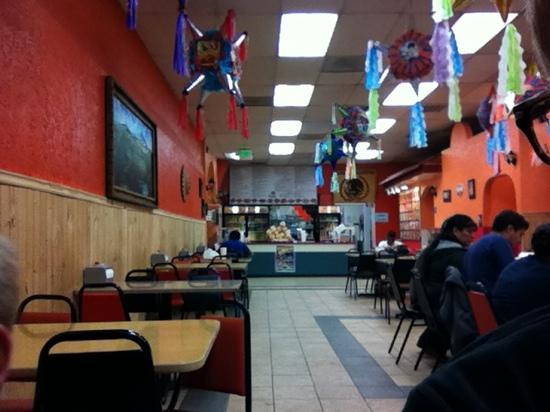 Luis's Taqueria: cheap good feed.