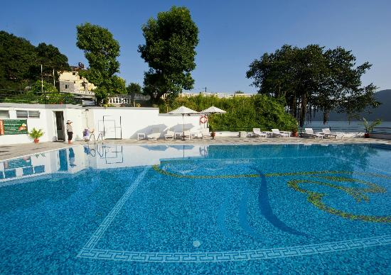 Waterfront Resort Hotel: A perfect day for a dip!