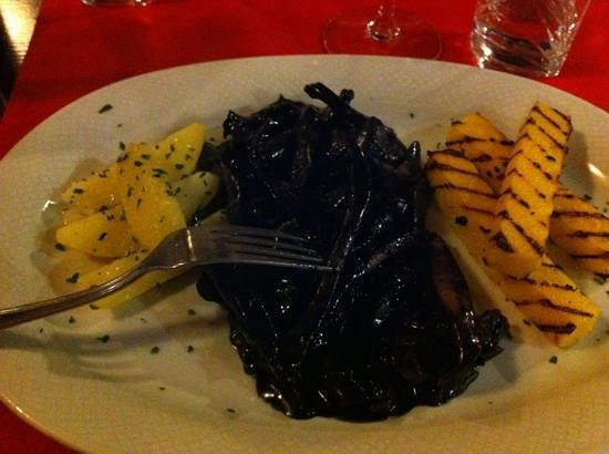 La caneva : polenta and cuttlefish and its ink, mummmm !