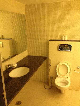 Hotel H.R. Palace: Badkamer