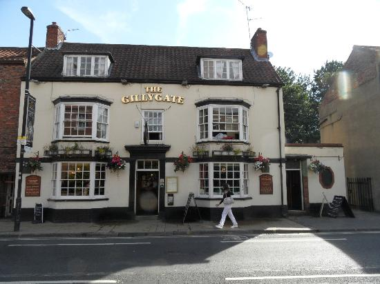 The Gillygate: Pub at day