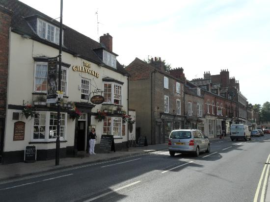 The Gillygate: Gillygate Road