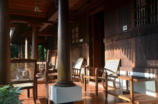 Nelpura Heritage Homestay: Varaanda-side view