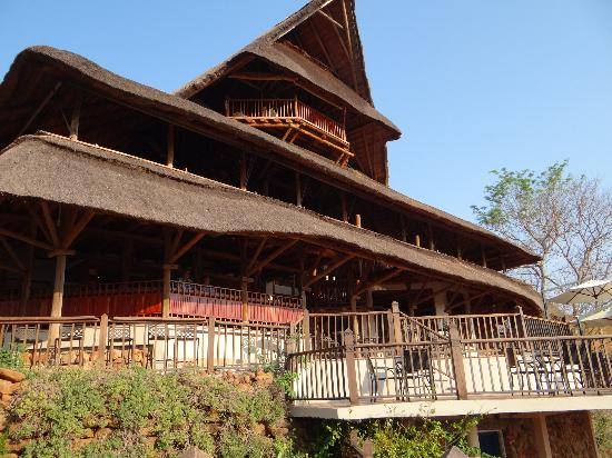 Victoria Falls Safari Club: Main Lodge