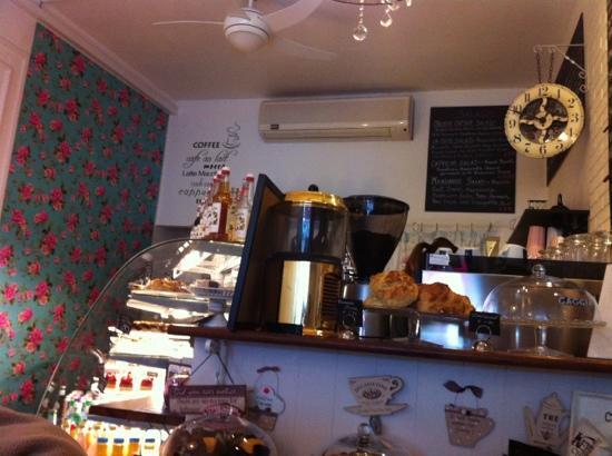 Cafe La Coco: love the clock!