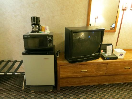 Richmond Inn & Suites : Room