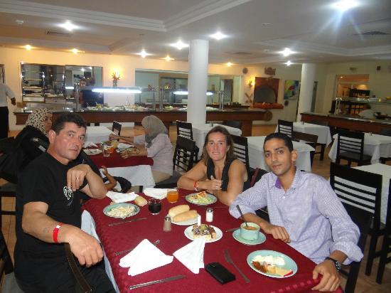 Hotel Cedriana: MON MARI ,WAEL NOTRE SUPER GUIDE DE LOOK VOYAGE ET MOI