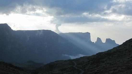 Simien Mountains National Park: Late afternoon looking towards Imet Gogo from Chennek
