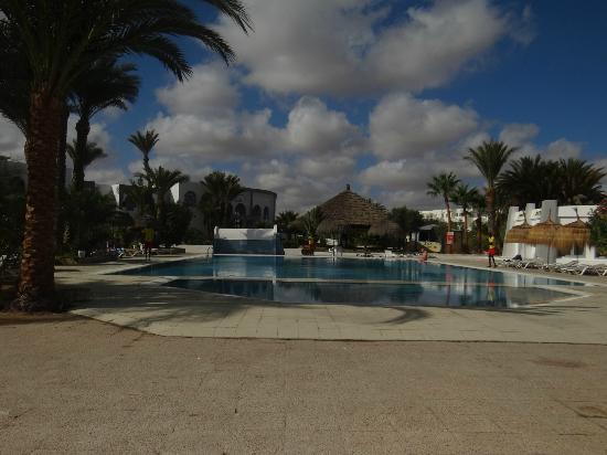 Hotel Cedriana: PISCINE DEVANT BAR