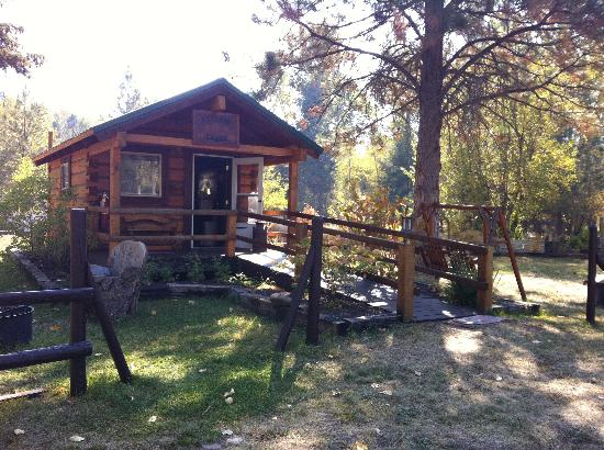 Turah RV Park: One of the three perfect little cabins.