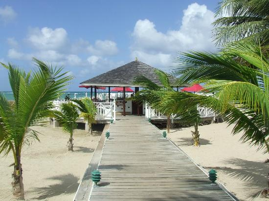 Royal Decameron Club Caribbean: Jetty bar with swings