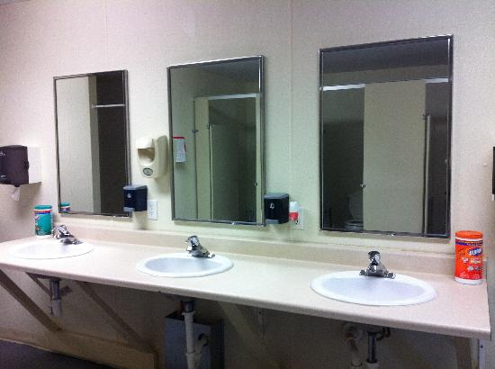 Turah RV Park: Ladies Washroom