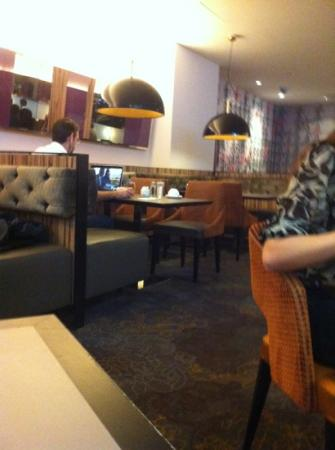 Novotel London West: breakfast room