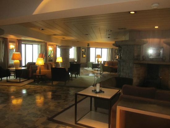 Parador De Vielha : Large and very plush lounge