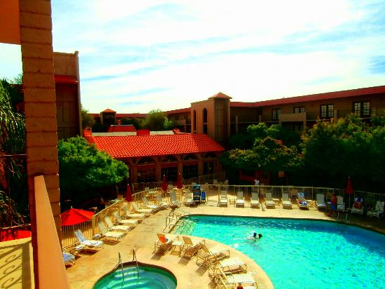fountain picture of embassy suites by hilton scottsdale. Black Bedroom Furniture Sets. Home Design Ideas