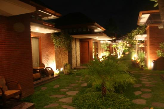 Hotel Rumput Resort & Resto : every room has its nice terrace. :)