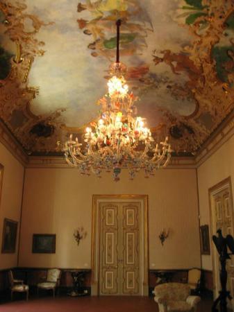 Palazzo Montevago: Salon avec magnifique lustre