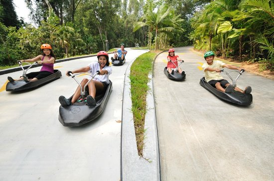 Sentosa Island, Singapur: 2 tracks provides different experience