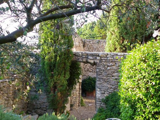 Le Moulin des Sources: JARDIN
