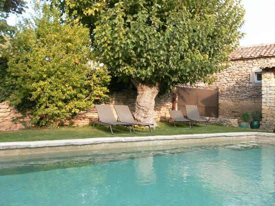 Le Moulin des Sources: PISCINE