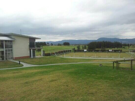 Spring Resorts Shoalhaven Sports Motel: great view of golf course second from room