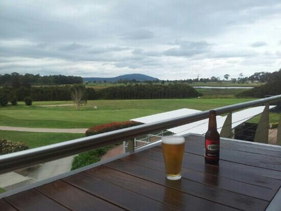 Spring Resorts Shoalhaven Sports Motel: view of greens from sports club seconds from room