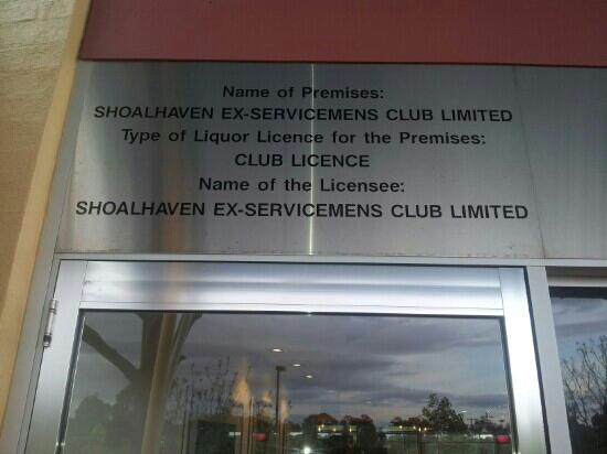 Spring Resorts Shoalhaven Sports Motel: club across the lawn