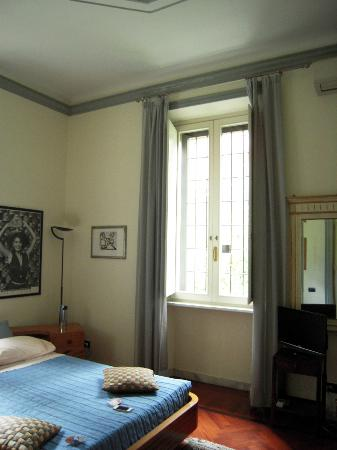 IL BOOM - il bed 'n breakfast: Lovely big windows in our room