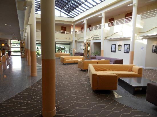 Holiday Inn Calais - Coquelles: Interior of hotel - Room 107 is on 1st floor overlooking the entrance.